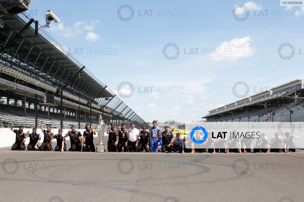 30 May, 2016, Indianapolis, Indiana, USA Alexander Rossi and team kiss the bricks ?2016, Phillip Abbott LAT Photo USA