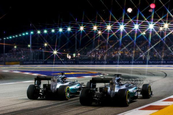 Marina Bay Circuit, Singapore. Sunday 20 September 2015. Nico Rosberg, Mercedes F1 W06 Hybrid, passes Lewis Hamilton, Mercedes F1 W06 Hybrid. World Copyright: Steven Tee/LAT Photographic. ref: Digital Image _L4R1375