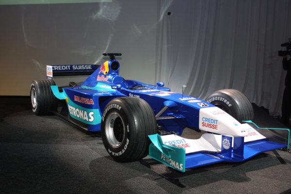 Hinwil, Switzerland. 24th January 2001.The launch of the Red Bull Sauber Petronas 2001 Formula 1 challanger.World Copyright: Matt Jennings / LAT Photographic.ref: 9mb Digital Image
