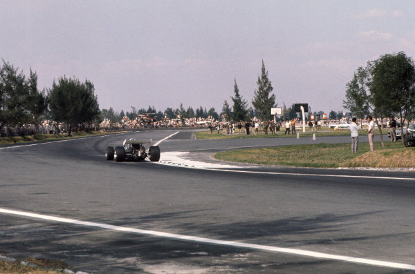 1969 Mexican Grand Prix.  Mexico City, Mexico. 17-19th October 1969.  View towards the hairpin.  Ref: 69MEX07. World Copyright: LAT Photographic
