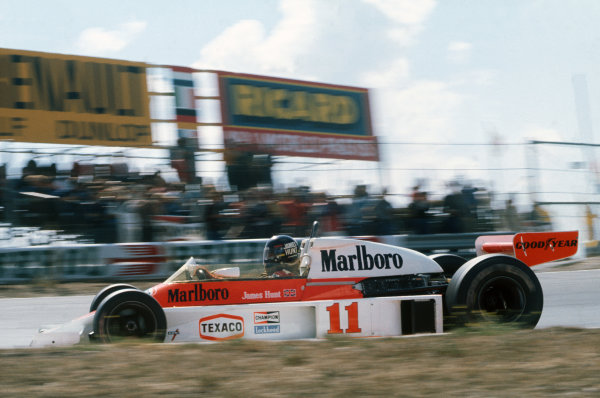 Zandvoort, Holland. 27th - 29th August 1976.  James Hunt (McLaren M23-Ford), 1st position, action.  World Copyright: LAT Photographic.  Ref:  76 HOL 01.