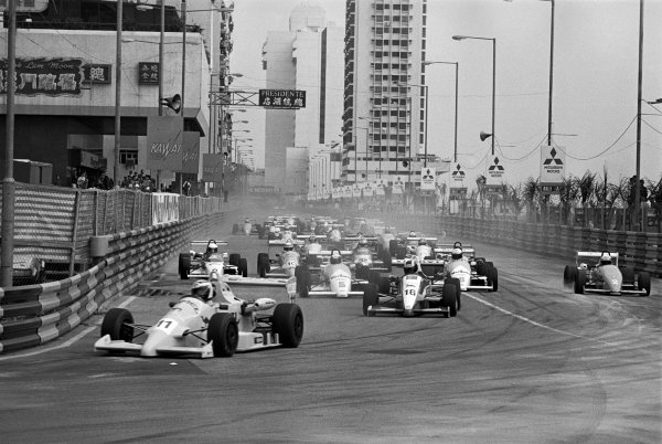 Macau, China. 26th November 1989.Otto Rensing (Reynard-Mugen Honda RT33), retired, leads the field into the first corner before the mass pile up, action.World Copyright: LAT PhotographicRef: 89/1120 - 9A
