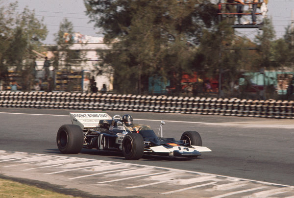 1970 Mexican Grand Prix.Mexico City, Mexico.23-25 October 1970.Graham Hill (Walker Racing/Lotus 72C Ford).Ref-70 MEX 07.World Copyright - LAT Photographic