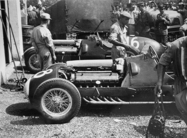 1950 Italian Grand Prix.Monza, Italy. 3 September 1950.The new Ferrari 375s of Alberto Ascari (number 16) and Dorino Serafini.World Copyright - LAT Photographic