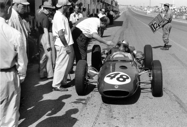 1961 French Grand Prix Reims, France. 30 June-2 July 1961 Willy Mairesse (Lotus 21-Climax) in the pits. Pitstop World Copyright: LAT PhotographicRef: Autosport b&w print