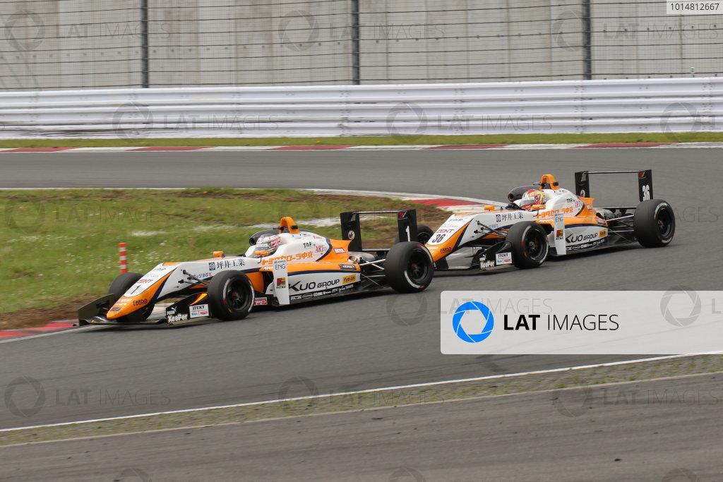 2017 Japanese Formula 3 Championship. Fuji, Japan. 13th - 14th May 2017. Rd 6 & 7. Rd 7 2nd position Sho Tsuboi ( #1 Corolla Chukyo Kuo TOM?S F317 ) 3rd position Ritomo Miyata ( Corolla Chukyo Kuo TOM?S F314 ) action World Copyright: Yasushi Ishihara / LAT Images. Ref: 2017JF3_Rd6&7_11