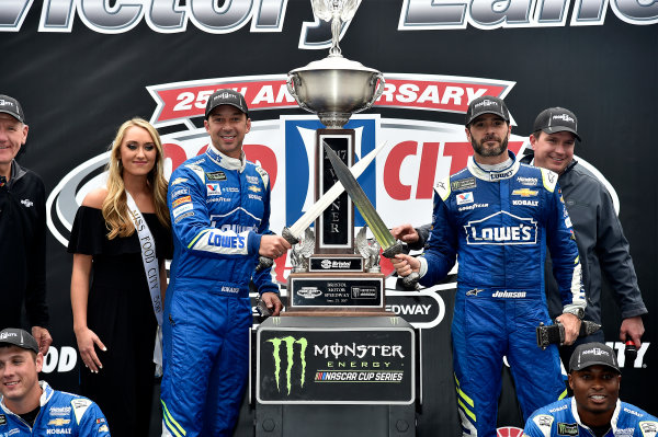 Monster Energy NASCAR Cup Series Food City 500 Bristol Motor Speedway, Bristol, TN USA Jimmie Johnson wins the Food City 500 World Copyright: Rusty Jarrett LAT Images ref: Digital Image 17BMS1rj_8509