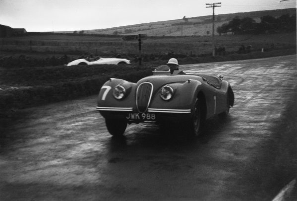 Dundrod, Northern Ireland. 16th September 1950 Stirling Moss (Jaguar XK120), 1st position, action World Copyright: LAT Photographic Ref:  50 - 35 - 14.