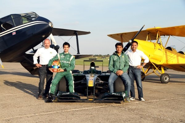 (L to R): Mike Gascoyne (GBR) Lotus F1 Racing Chief Technical Officer, Nabil Jeffri (MAL) Lotus and Fairuz Fauzy (MAL) Lotus. Lotus F1 Aero Testing, Duxford Aerodrome, Duxford, England, 1 September 2010.