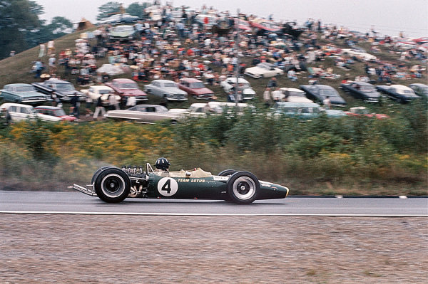 Mosport Park, Ontario, Canada. 25-27 August 1967. Graham Hill (Lotus 49 Ford) 4th position, action.  World Copyright: LAT Photographic Ref: 67CAN07.