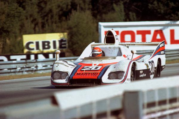 Le Mans, France. 12 - 13 June 1976 Jacky Ickx/Gijs van Lennep (Porsche 936), 1st position, action. World Copyright: LAT PhotographicRef: 76LM03