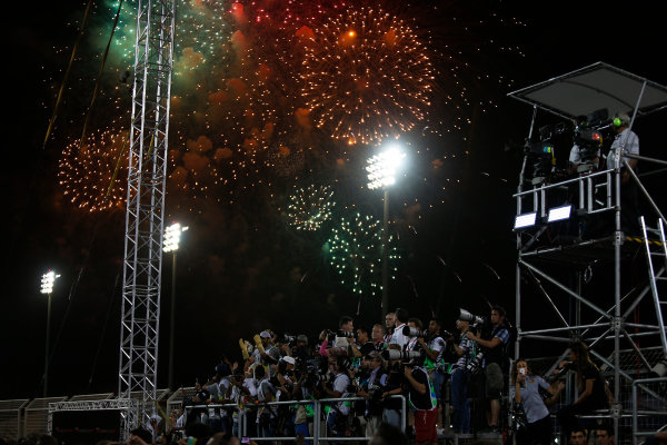 Bahrain International Circuit, Sakhir, Bahrain. Sunday 19 April 2015. Fireworks signify the end of the race. World Copyright: Sam Bloxham/LAT Photographic. ref: Digital Image _SBL9685
