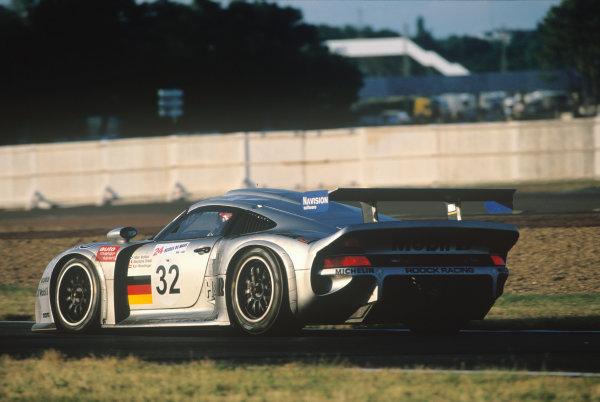 Le Mans, France. 14th - 15th June 1997.Allan McNish/StŽphane Ortelli/Karl Wendlinger (Porsche 911 GT1), retired, action. World Copyright: LAT Photographic.Ref:  97LM10.