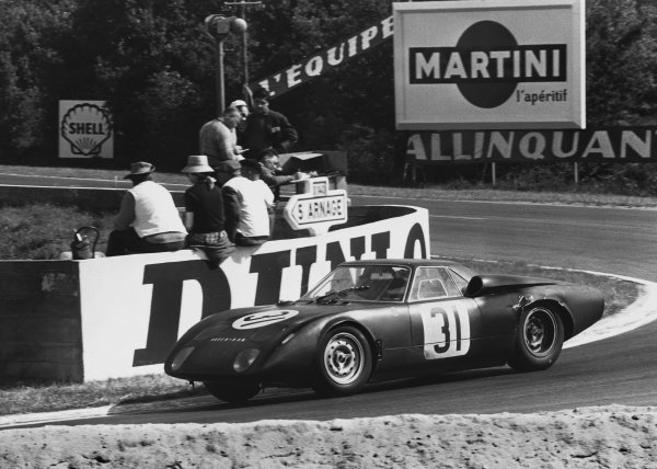 Le Mans, France. 19th - 20th June 1965.Graham Hill/Jackie Stewart (Rover-BRM Turbine), 10th position, action. World Copyright: LAT PhotographicRef: L65 - 266 - 18.
