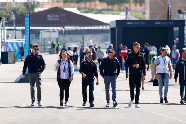 Robin Frijns (NLD), Envision Virgin Racing and Sam Bird (GBR), Envision Virgin Racing enter the paddock