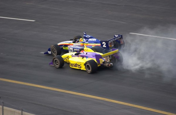 IRL SunTrust Indy Challenge at Richmond International Raceway, Richmond,Virginia, USA 29 June,2002 Mark Dismore (2) and Greg Ray nearly lock wheels in turn one in the opening laps.Copyright-F Peirce Williams/MMP-Inc 2002LAT Photographic