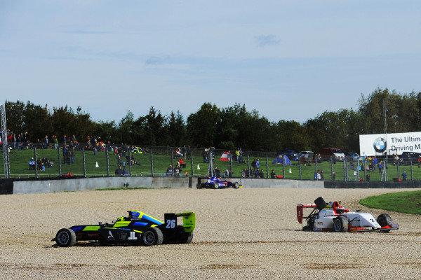 Linus Lundqvist (SWE) Double R BRDC British F3 and Kush Maini (IND) Lanan Racing BRDC British F3 crash