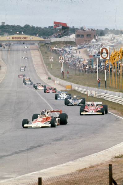 Pole sitter James Hunt, McLaren M23 Ford leads Niki Lauda, Ferrari 312T2 and Jody Scheckter, Wolf WR1 Ford.