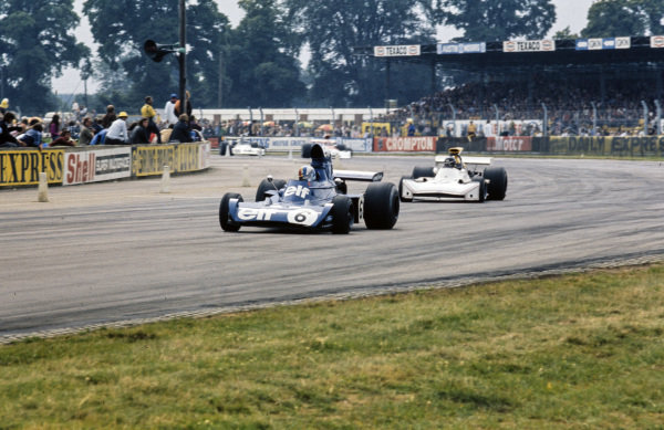 François Cevert, Tyrrell 006 Ford leads James Hunt, March 731 Ford.