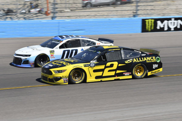 #2: Brad Keselowski, Team Penske, Ford Mustang Alliance Truck Parts, #00: Landon Cassill, Manscaped Racing, Chevrolet Camaro Iron Mountain Data Centers