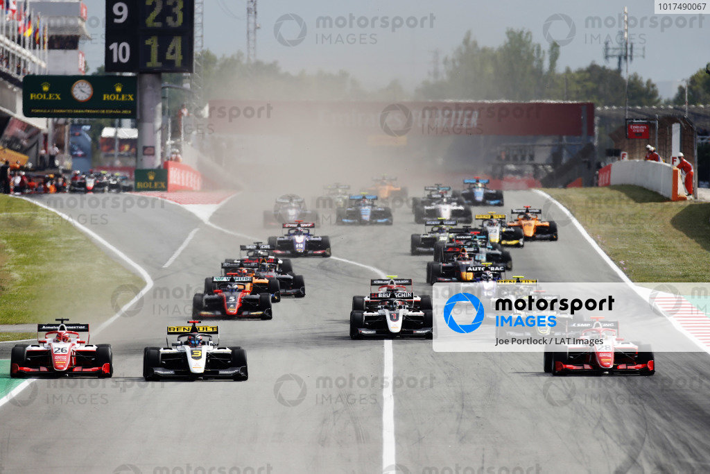 Marcus Armstrong (NZL) PREMA Racing, Christian Lundgaard (DNK) ART Grand Prix, and Robert Shwartzman (RUS) PREMA Racing, lead at the start of the race