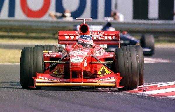 1998 Hungarian Grand Prix.Hungaroring, Budapest, Hungary.14-16 August 1998.Jacques Villeneuve (Williams FW20 Mecachrome).World Copyright - Steve Etherington/LAT Photographic