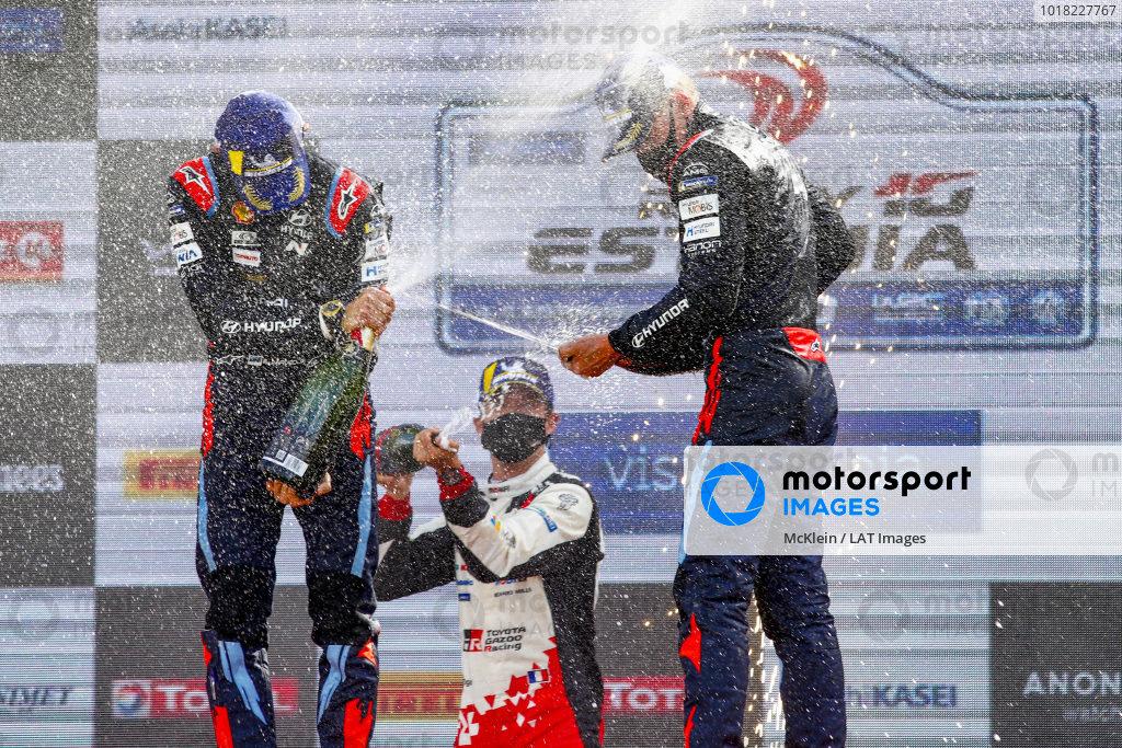 Ott Tänak (EST) and Martin Järveoja (EST), Hyundai World Rally Team, Hyundai i20 Coupe WRC 2020, Sébastien Ogier (FRA), Toyota Gazoo Racing WRT, Toyota Yaris WRC 2020