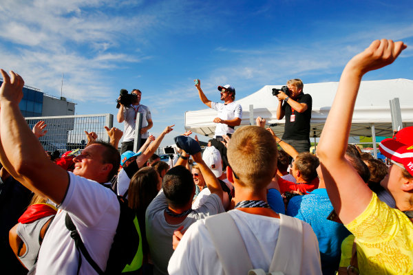 Hungaroring, Budapest, Hungary. Thursday 21 July 2016. Fernando Alonso, McLaren with his fans and LAT photographer Steven Tee. World Copyright: Andrew Hone/LAT Photographic ref: Digital Image _ONZ0712