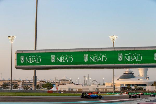 Yas Marina Circuit, Abu Dhabi, United Arab Emirates. Sunday 27 November 2016. Carlos Sainz Jr, Toro Rosso STR11 Ferrari, leads Pascal Wehrlein, Manor MRT 05 Mercedes. World Copyright: Zak Mauger/LAT Photographic ref: Digital Image _X0W9198