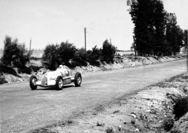 1934 French Grand Prix.Montlhery, France. 1 July 1934.Rudolf Caracciola, Mercedes-Benz W25A, retired, action.World Copyright: Robert Fellowes/LAT PhotographicRef: 34FRA02