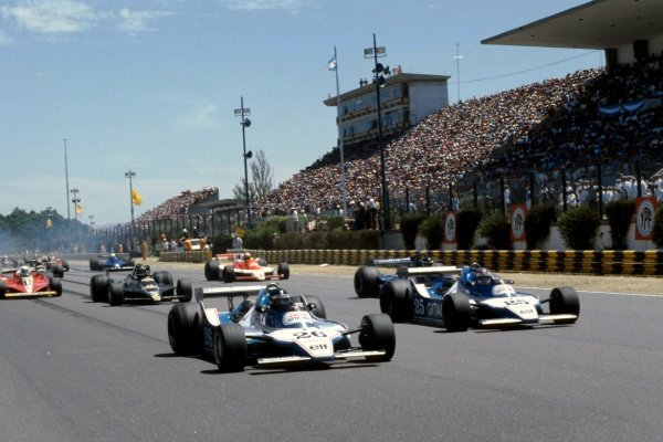 (L to R): Race winner Jacques Laffite (FRA) Ligier JS11 leads his fourth placed team mate Patrick Depailler (FRA) Ligier JS11 and the field from pole position at the original start of the race, which was halted after a multiple car accident later in the lap. Argentinean Grand Prix, Rd 1, Buenos Aires, Argentina, 21 January 1979. BEST IMAGE