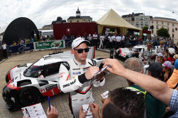 2017 Le Mans 24 Hours Circuit de la Sarthe, Le Mans, France. Sunday 11 June 2017 Nick Tandy, Porsche Team World Copyright: Rainier Ehrhardt/LAT Images ref: Digital Image 24LM-re-1444