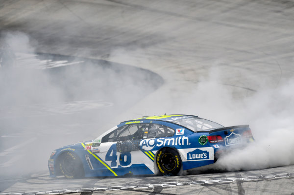 Monster Energy NASCAR Cup Series Food City 500 Bristol Motor Speedway, Bristol, TN USA Monday 24 April 2017 Jimmie Johnson burn out World Copyright: Nigel Kinrade LAT Images ref: Digital Image 17BRI1nk09001