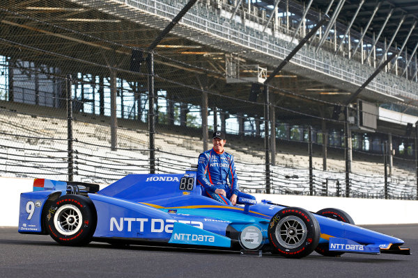 Verizon IndyCar Series Indianapolis 500 Qualifying Indianapolis Motor Speedway, Indianapolis, IN USA Monday 22 May 2017 Scott Dixon, Chip Ganassi Racing Teams Honda, Ed Carpenter, Ed Carpenter Racing Chevrolet, i98/ pose for front row photos World Copyright: Phillip Abbott LAT Images ref: Digital Image abbott_indyQ_0517_21694