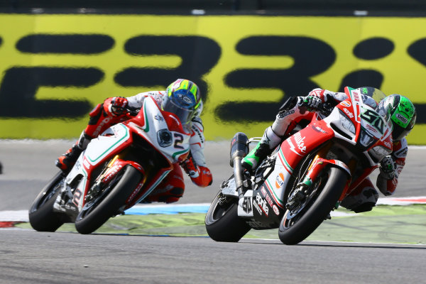 2017 Superbike World Championship - Round 4 Assen, Netherlands. Sunday 30 April 2017 Eugene Laverty, Milwaukee Aprilia World Superbike Team, Leon Camier, MV Agusta World Copyright: Gold and Goose Photography/LAT Images ref: Digital Image WSBKrace-1322