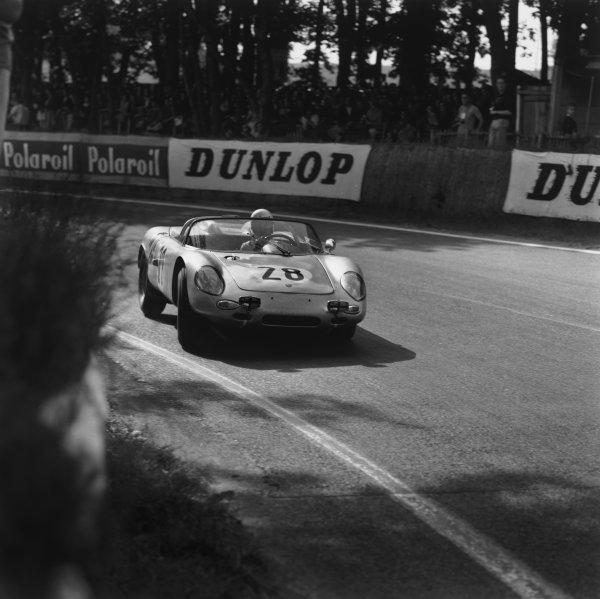 Le Mans, France. 15th - 16th June 1963.Edgar Barth/Herbert Linge (Porsche 718/8 RS), 8th position, action. World Copyright: LAT Photographic.Ref:  19363.
