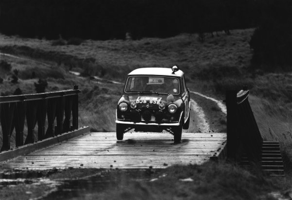 10th - 17th November 1965.Rauno Aaltonen/Tony Ambrose, BMC Mini Cooper S 1275, 1st position, action.World Copyright: LAT Photographic.