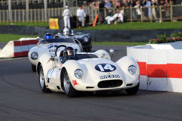 2015 Goodwood Revival Meeting Goodwood Estate, West Sussex, England 11th - 13th September 2015 Sussex Trophy Roberto Giordanelli Lister Chevrolet World Copyright : Jeff Bloxham/LAT Photographic Ref : Digital Image DSC_1299A