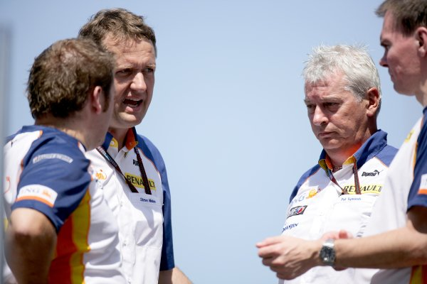 2007 Turkish Grand Prix - ThursdayIstanbul Motor Park, Istanbul, Turkey.23rd August 2007.Steve Nielsen, Pat Symonds, Managing Director of Engineering, Renault F1 and Alan Permane, Chief Race Engineer, Renault F1 in the paddock. Portrait.World Copyright: Charles Coates/LAT Photographicref: Digital Image ZK5Y5456