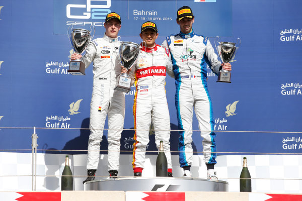 2015 GP2 Series Round 1 - Bahrain International Circuit, Bahrain. Sunday 19 April 2015. Rio Haryanto (INA, Campos Racing), Stoffel Vandoorne (BEL, ART Grand Prix) & Nathanael Berthon (FRA, Lazarus)  Photo: Glenn Dunbar/GP2 Series Media Service. ref: Digital Image _89P9608