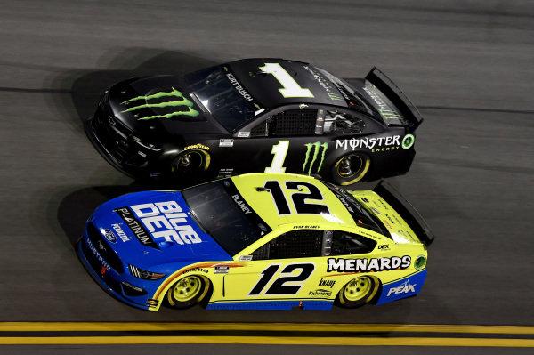 #12: Ryan Blaney, Team Penske, Ford Mustang Menards/Blue DEF/PEAK #1: Kurt Busch, Chip Ganassi Racing, Chevrolet Camaro Monster Energy