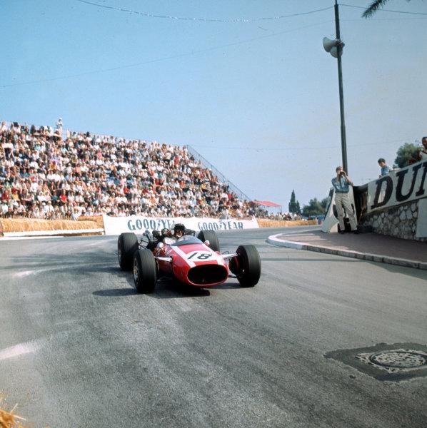 Monte Carlo, Monaco. 19-22 May 1966.Jo Bonnier (Cooper T81 Maserati).Ref-3/2100.World Copyright - LAT Photographic
