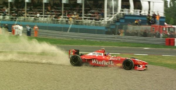 1998 Canadian Grand Prix.Montreal, Quebec, Canada. 5-7 June 1998.Jacques Villeneuve (Williams FW20 Mecachrome) spins.World Copyright - Steve Etherington/LAT Photographic