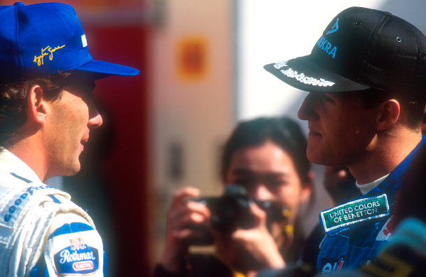 1994 Pacific Grand Prix.Tanaka International, Aida, Japan.15-17 April 1994.Ayrton Senna (Williams Renault) chats with Michael Schumacher (Benetton Ford). Ref-94 PAC 18.World Copyright - LAT Photographic