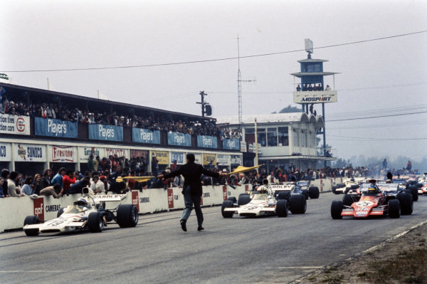 Pole sitter Peter Revson, McLaren M19C Ford leads the field lining up on the grid. Revson's teammate Denny Hulme waits behind, alongside Ronnie Peterson, March 721G Ford.