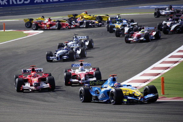 Fernando Alonso, Renault R25 leads Michael Schumacher, Ferrari F2005 and Jarno Trulli, Toyota TF105.