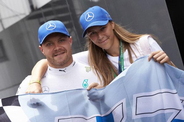 Valtteri Bottas, Mercedes AMG F1, meets a fan