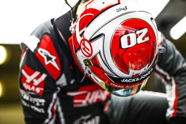 Kevin Magnussen, Haas F1 Team VF-18, climbs into his car
