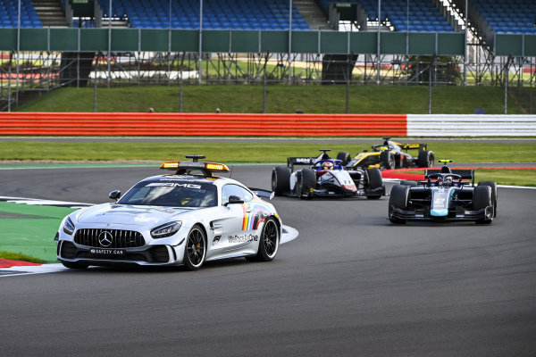 Safety Car leads Dan Ticktum (GBR, DAMS) and Louis Deletraz (CHE, CHAROUZ RACING SYSTEM)