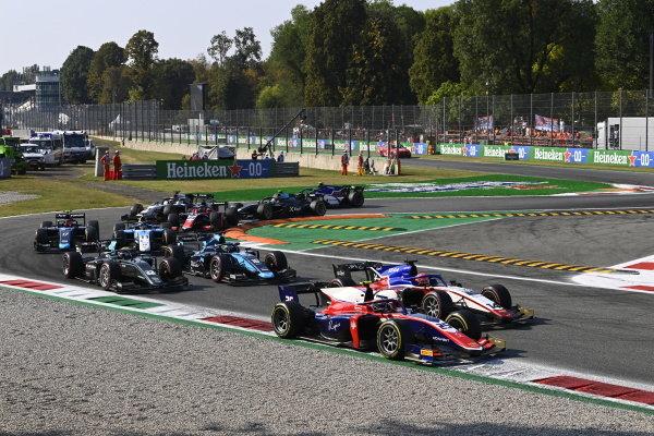 Marino Sato (JPN, Trident) Enzo Fittipaldi (BRA, Charouz Racing System) Roy Nissany (ISR, DAMS)